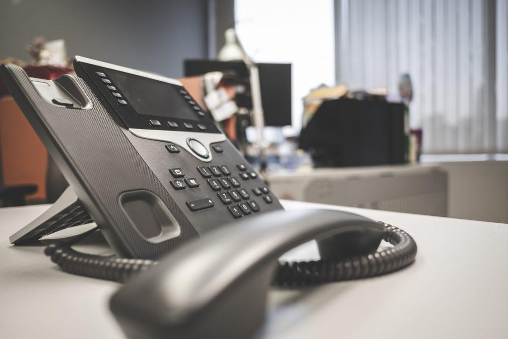 ビジネスフォンで雑音入る原因と適切な対処法
